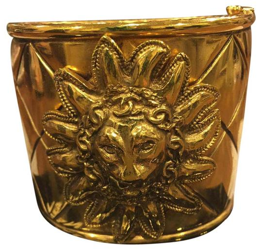 Preload https://img-static.tradesy.com/item/12996265/chanel-gold-iconic-quilted-pattern-lions-head-cuff-rare-vintage-bracelet-0-3-540-540.jpg