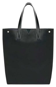 Vince Leather Tote in Black