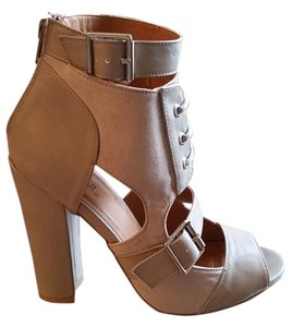 Qupid Buckle Chunky Heel Light grey Boots