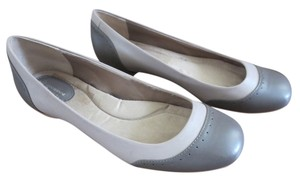Giani Bernini Taupe Flats