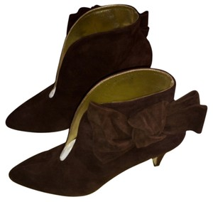 Bettye Muller Bow Round Toe Designer Chocolate Brown Suede Boots