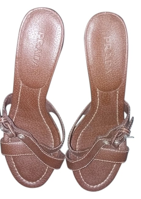 Item - Brown Sandals Size US 7.5 Narrow (Aa, N)