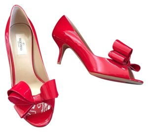 Valentino Bow Rockstud Pee Toe Size 38.5 Red Pumps