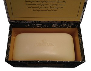 Commonwealth Soap & Tolietries Bath Bar; Lemon Moisturizing by CST (312 g/ 11 oz.) - [ Roxanne Anjou Closet ]