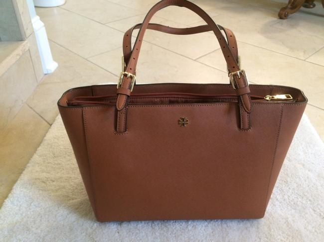 Item - York Buckle Small Tan Leather Tote