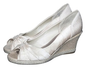 LifeStride Size 7.5m Champagne Wedges