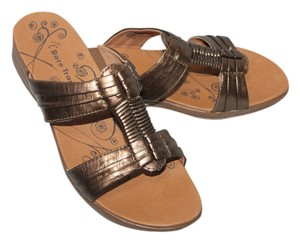 Bare Traps Size 7.5m Leather Upper Gold Sandals