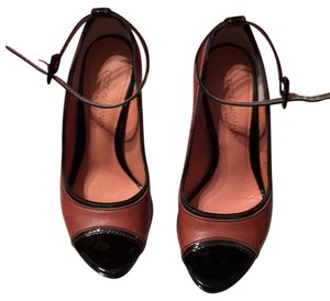 Dolce&Gabbana Brown leather/blk patent leather trim Pumps