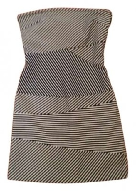Preload https://item2.tradesy.com/images/banana-republic-black-and-white-cocktail-mini-short-casual-dress-size-2-xs-130526-0-0.jpg?width=400&height=650