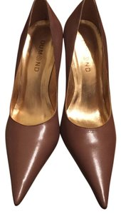 Dumond Leather Pointy Brown Pumps