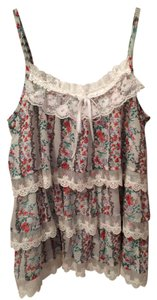 Millau Top White with lace and floral pattern