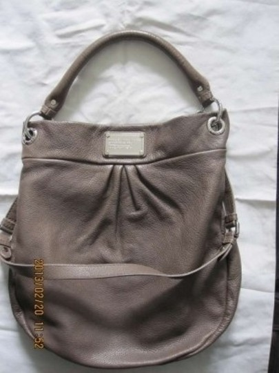 Preload https://item5.tradesy.com/images/marc-by-marc-jacobs-name-classic-q-hillier-style-m3121051-description-hazelnut-leather-hobo-bag-130584-0-0.jpg?width=440&height=440