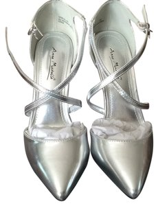Anne Michelle Silver Pumps