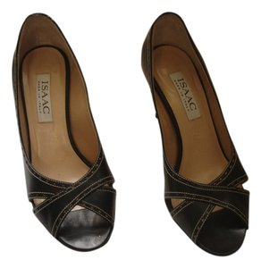 Isaac Mizrahi Made In Italy Excellent Condition Size 7 B Black Pumps