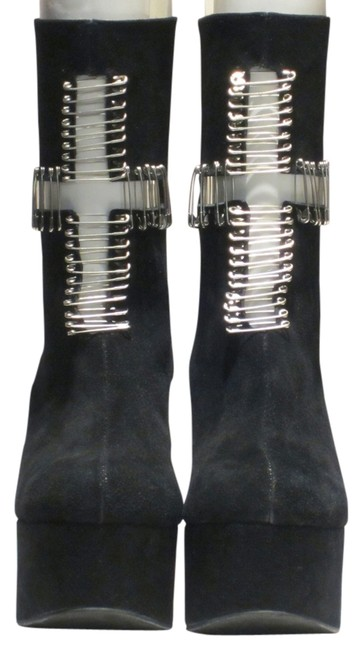 Item - Black and Silver Pins Safety Pin In Suede Boots/Booties Size US 7 Regular (M, B)