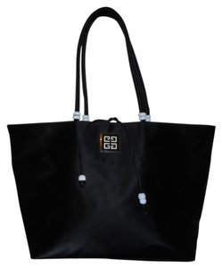 Givenchy Tote in black & white