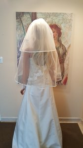 2 Tier Ribbon Edge Lace Bridal Veil Hip Lenght 33