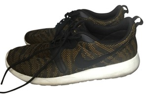 Nike Gold and black Athletic