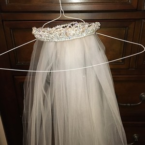 David's Bridal White/Beading/Pearls Medium Bridal Veil