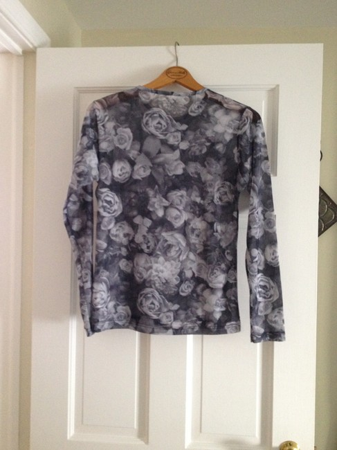 Other Top Grey with white roses
