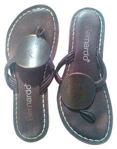 Bernardo Medallion brown Sandals