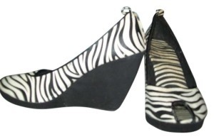 Charlotte Russe black and white Wedges