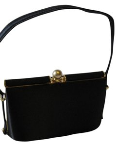 La Regale Wristlet in Black