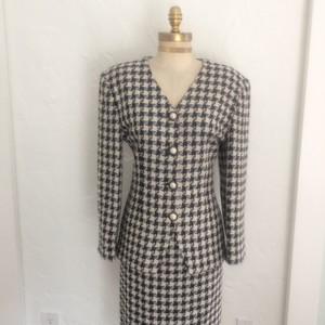 Michelle Stuart White and Black Houndstooth Skirt Suit Set!