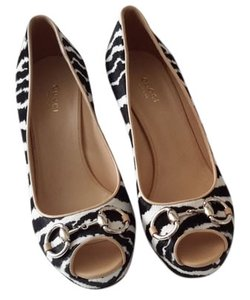 Gucci Black & White Strip Black/White Pumps