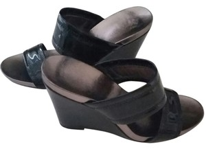 Calvin Klein Ck Slip Ons Shiny Leather Wide Strap Like New Black Wedges