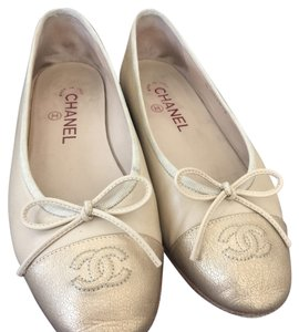 Chanel nude & gold Flats