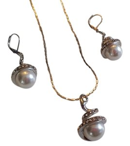 Other Fashion Earrings/Necklace Pearl set
