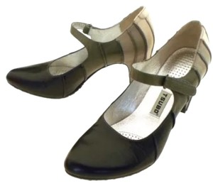 Tsubo Hidden Heel Mary Jane velcro shoes size 6 Black/ Gray/ off white Pumps