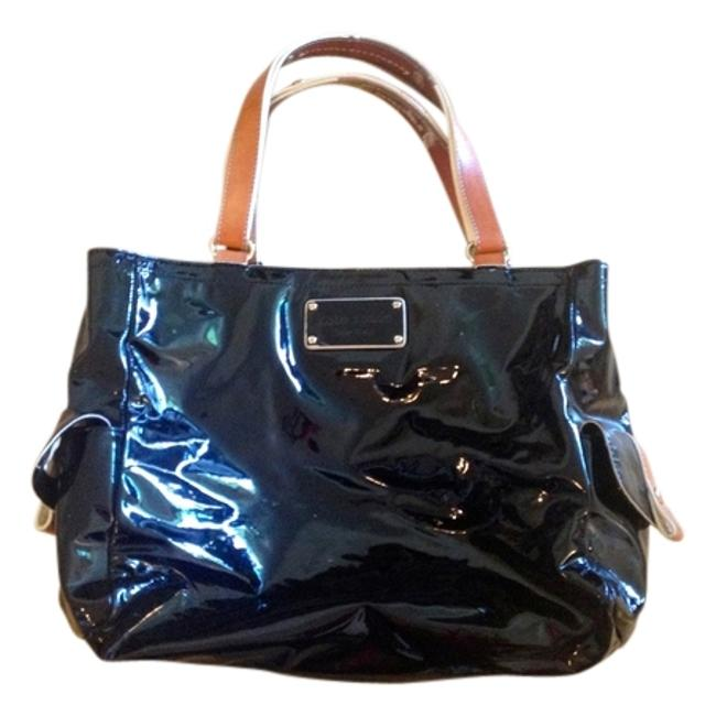 Item - With Contrasting Light and White Stitching. Black/Brown Patent Leather Shoulder Bag