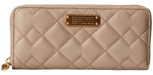 Marc Jacobs New Q Quilted Leather Cement Clutch