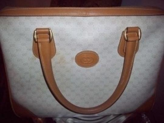 Preload https://item4.tradesy.com/images/gucci-medium-purse-classic-tan-leather-satchel-131533-0-0.jpg?width=440&height=440