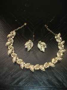Sparkling White Gold 12k Filled Vintage Necklace Earrings Awesome Condition Jewelry Set