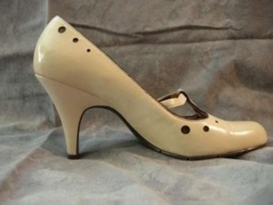 XOXO Creamy Beige Pumps