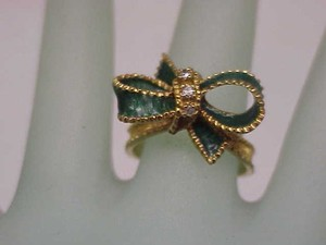 Incredible Works Of Art Estate 22k Yellow Gold Bow Tie Green Enamel Diamond Ring