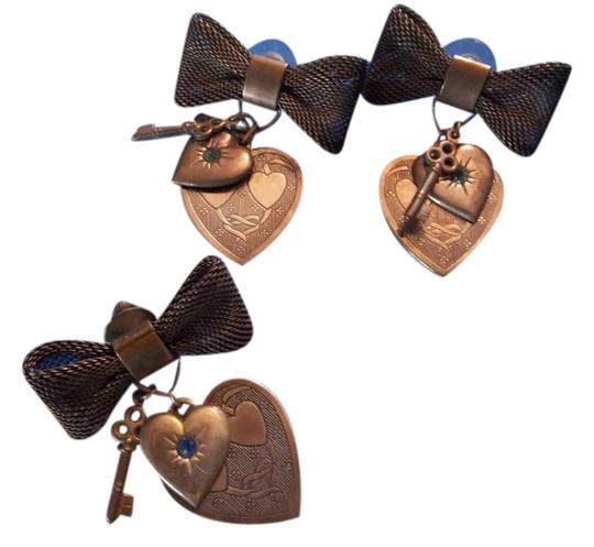 Preload https://item2.tradesy.com/images/antiqued-copper-earring-pin-set-bow-w-hearts-and-key-earrings-1316846-0-0.jpg?width=440&height=440