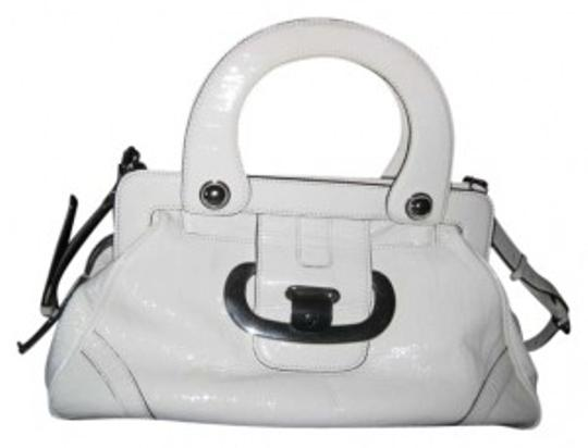Preload https://img-static.tradesy.com/item/131708/guess-group-veronastyle-pa708128-white-patent-leather-satchel-0-0-540-540.jpg