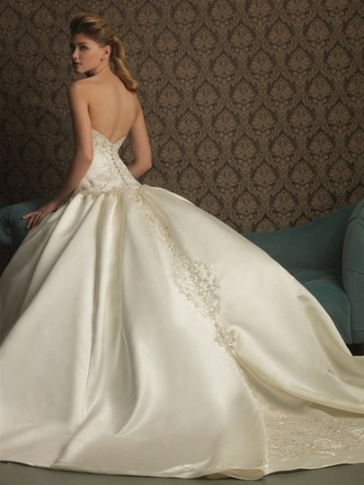 Allure Bridals Ivory/Silver Satin 8759 Traditional Wedding Dress Size 10 (M)