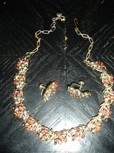 Absolutely Beautiful Vintage Necklace And Earrings Sparkly Rhinestones