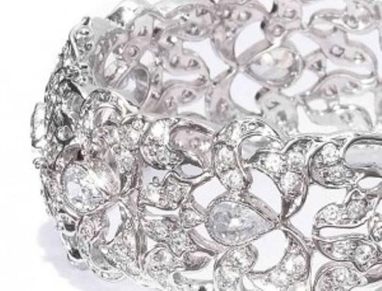 Preload https://item1.tradesy.com/images/crystal-small-classic-openable-bracelet-131770-0-0.jpg?width=440&height=440