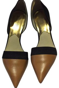MICHAEL Michael Kors Suntan/Black Pumps