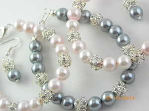 Grey Pink White Cream Of 7 Bracelet and Earrings Bridesmaid Pearl Bridesmaid Bracelet Pearl Bracelet Jewelry Set