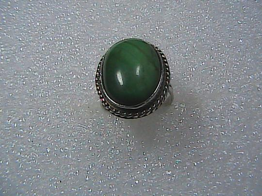Vintage Sterling Silver Oval Shaped Malachite Ring (M2)