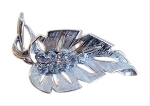Gorgeous Leaf Vintage Silver Brooch with Rhinestones
