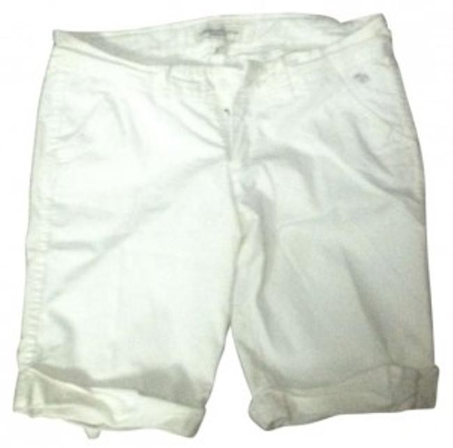 Preload https://item1.tradesy.com/images/abercrombie-and-fitch-white-capris-size-4-s-27-131975-0-0.jpg?width=400&height=650