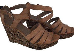 Kenneth Cole Reaction Tan and Snakeskin Platforms